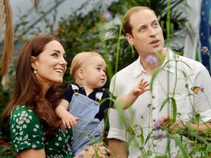 HT_prince_george_will_kate_01_jef_140721_4x3_992